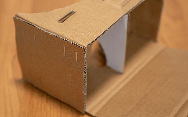 Склейка и крепление деталей картонных очков вр